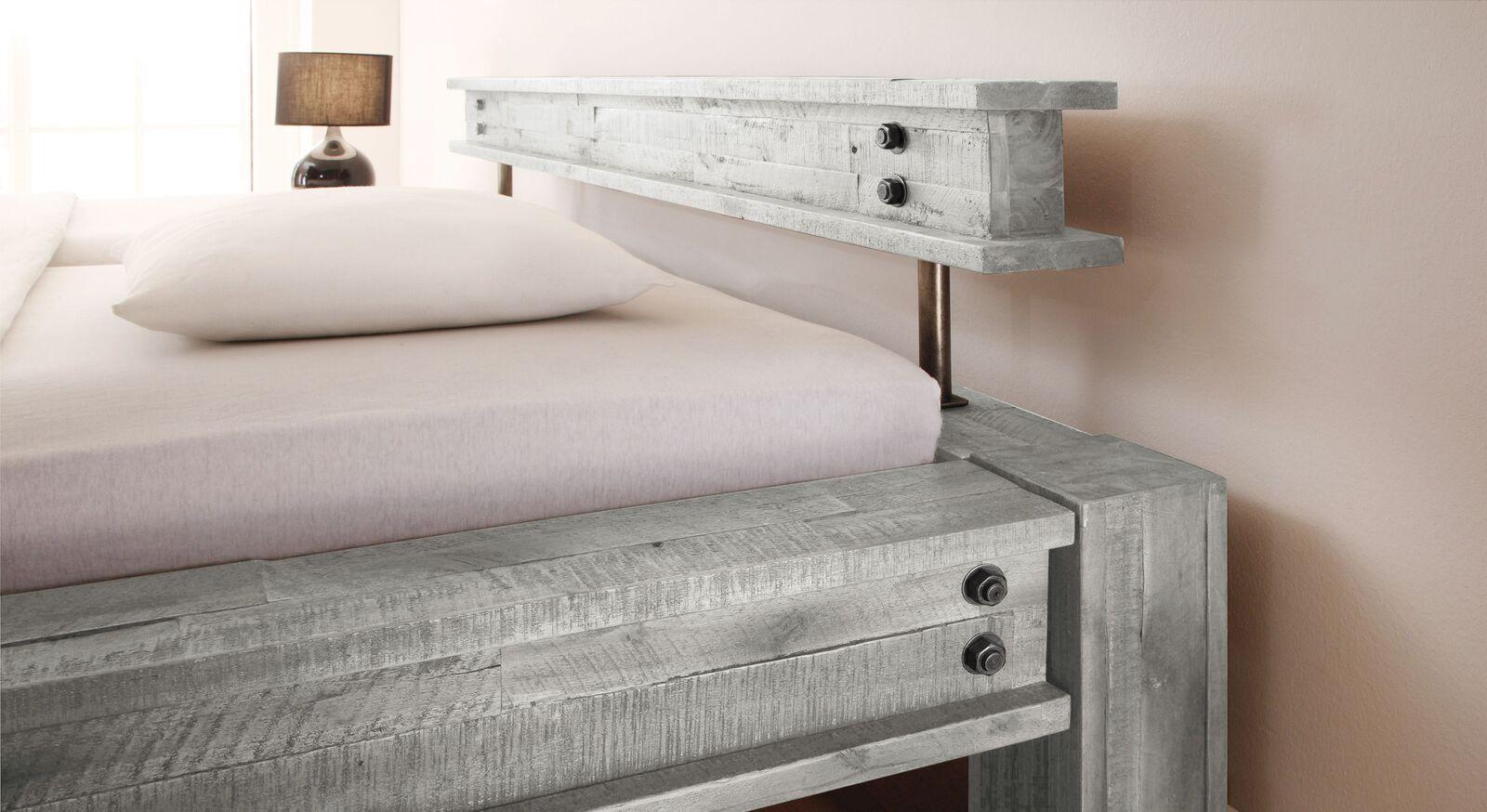 Modernes Bett Cekin mit niedrigem Kopfteil