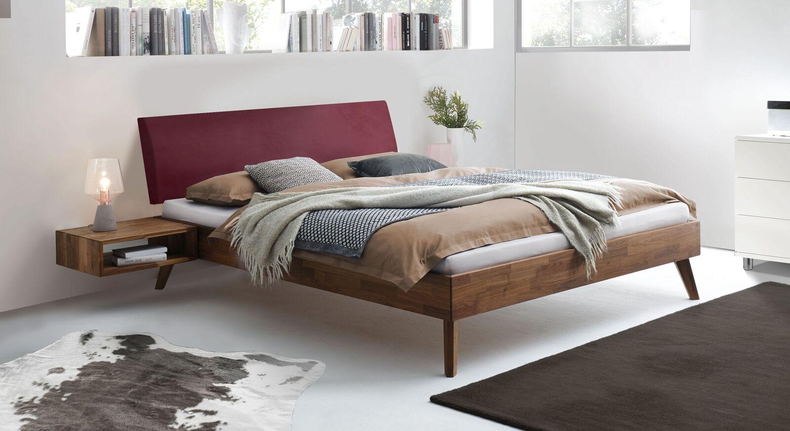 Bett Chiasa aus massivem Nussbaum-Holz
