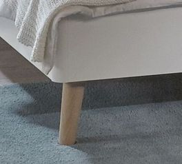 Massivholz-Beine vom Bett Corvara aus Esche