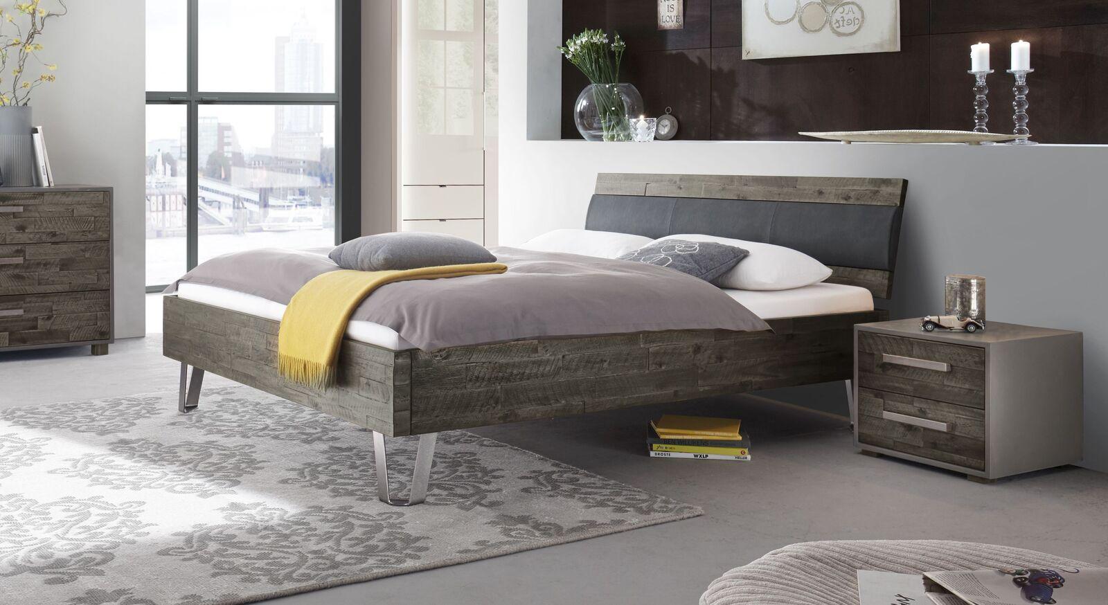 Bett Detaria aus grauer Akazie