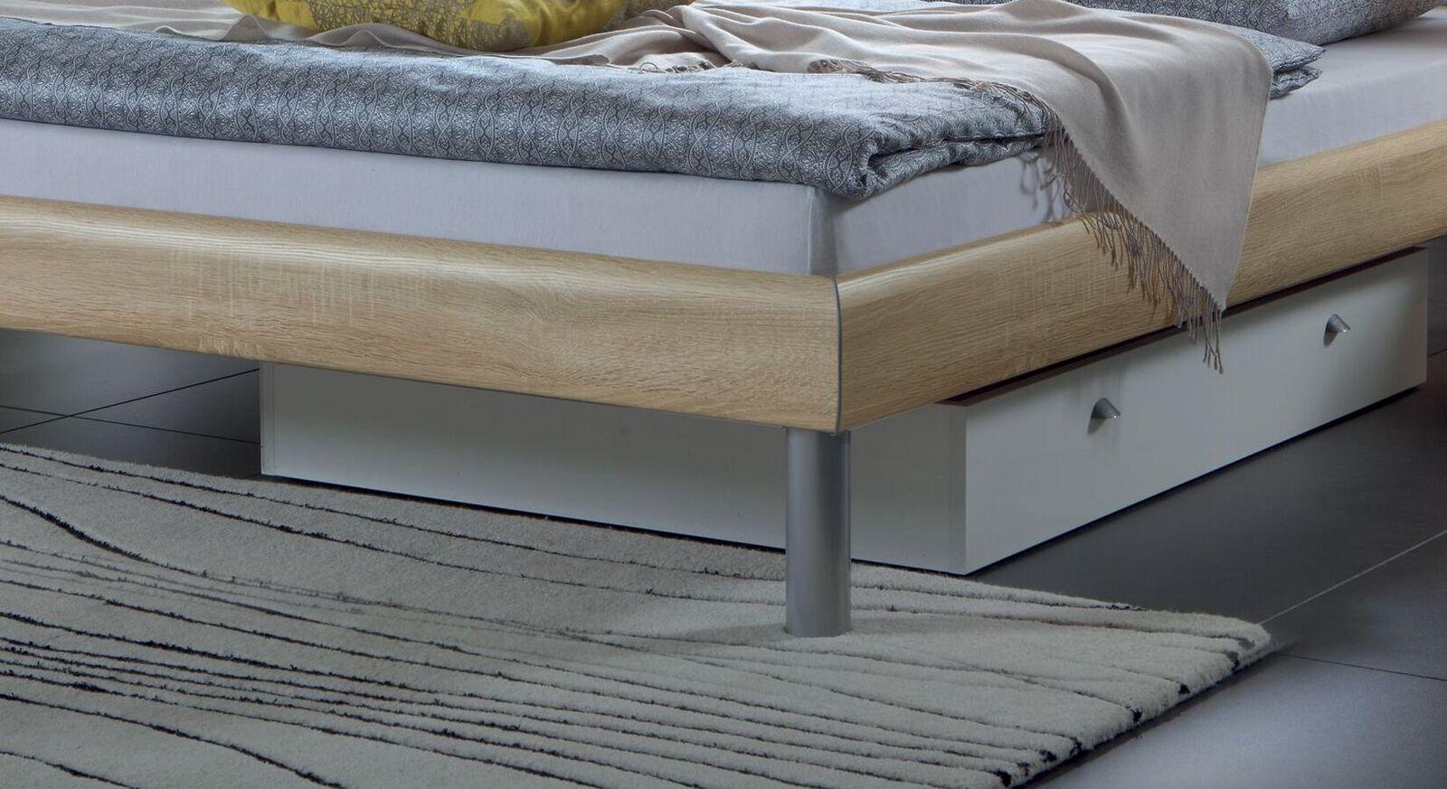 Bett Diego mit alufarbenen Bettbeinen