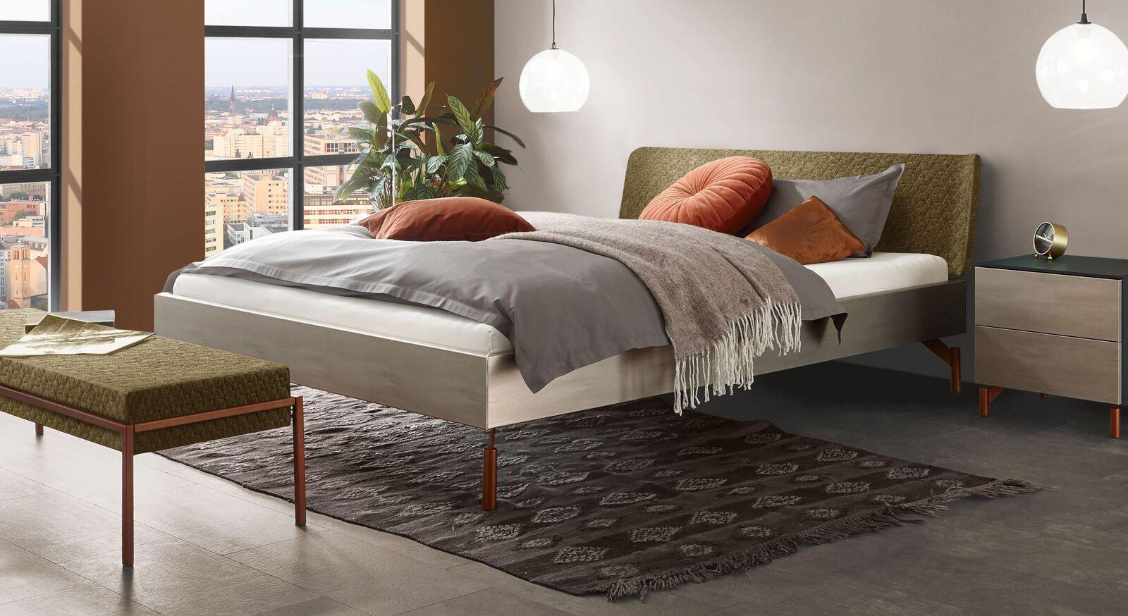 Bett Diorit in stilvollem Materialmix