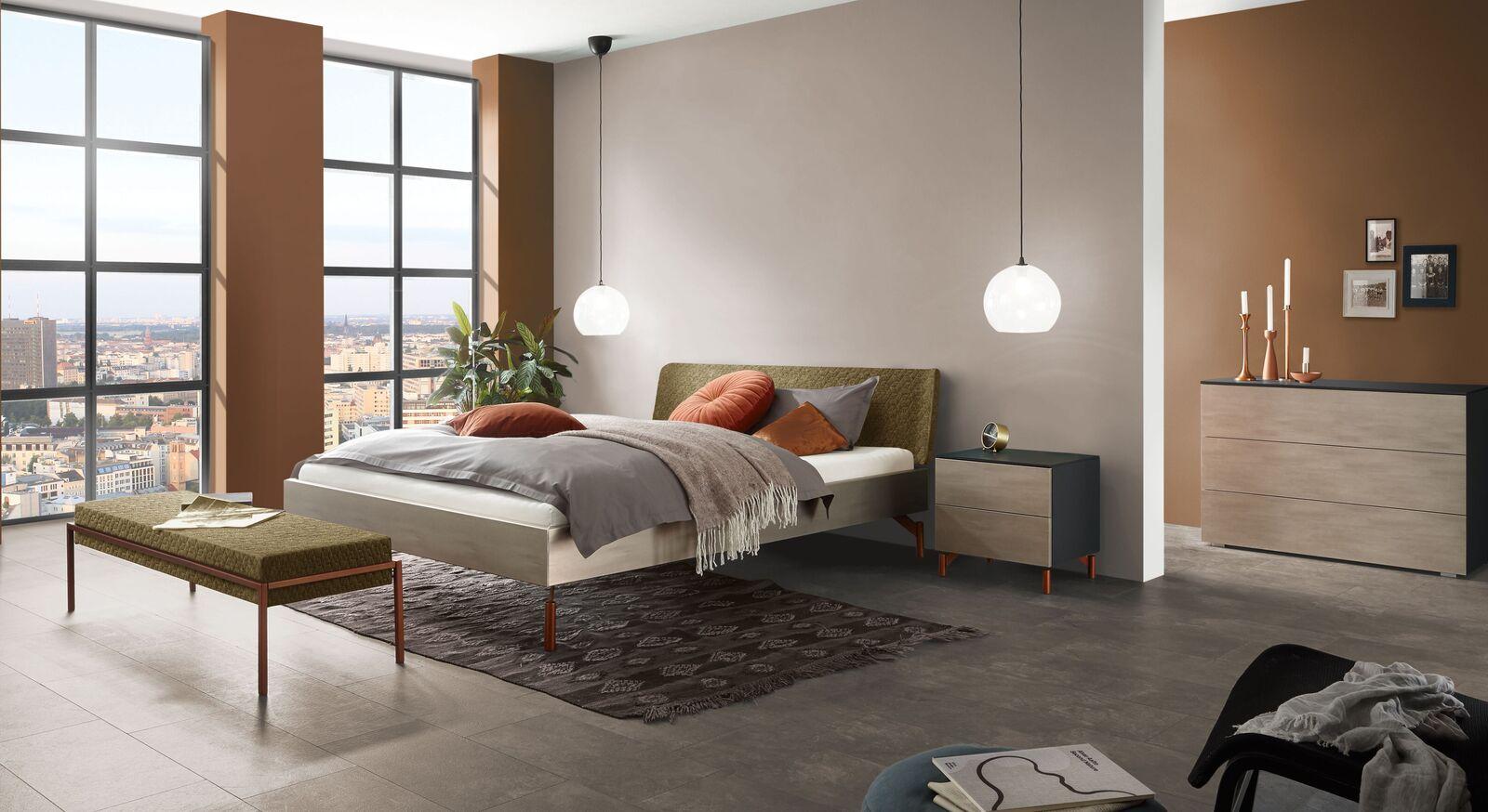 Bett Diorit mit passenden Beimöbeln