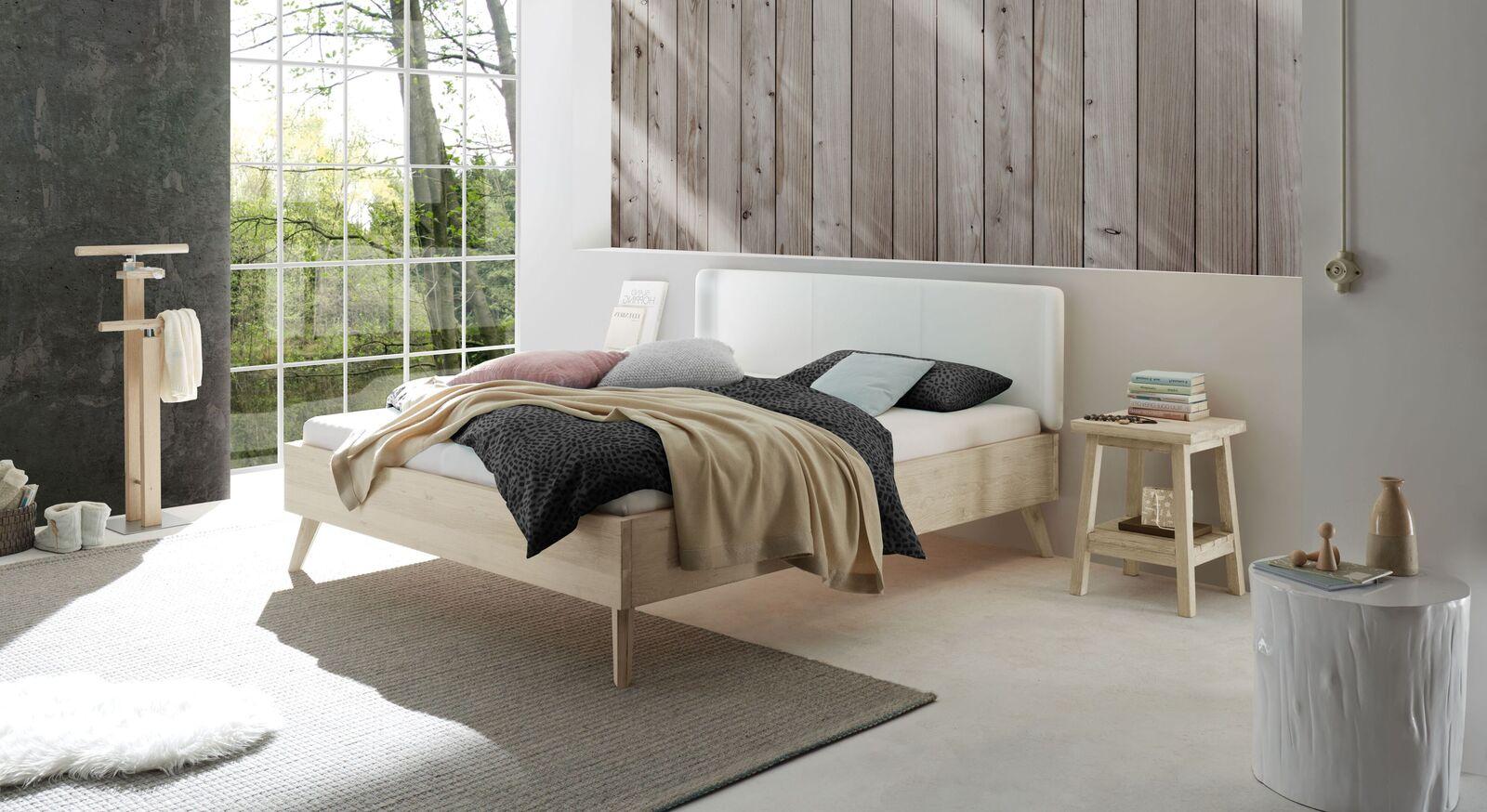 Passende Schlafzimmer-Möbel zum Bett Elvinar