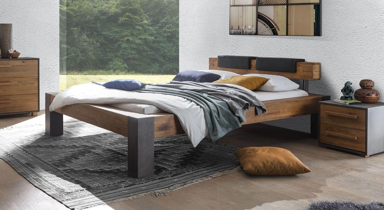 Bett Ensio aus naturfarbener Wildeiche