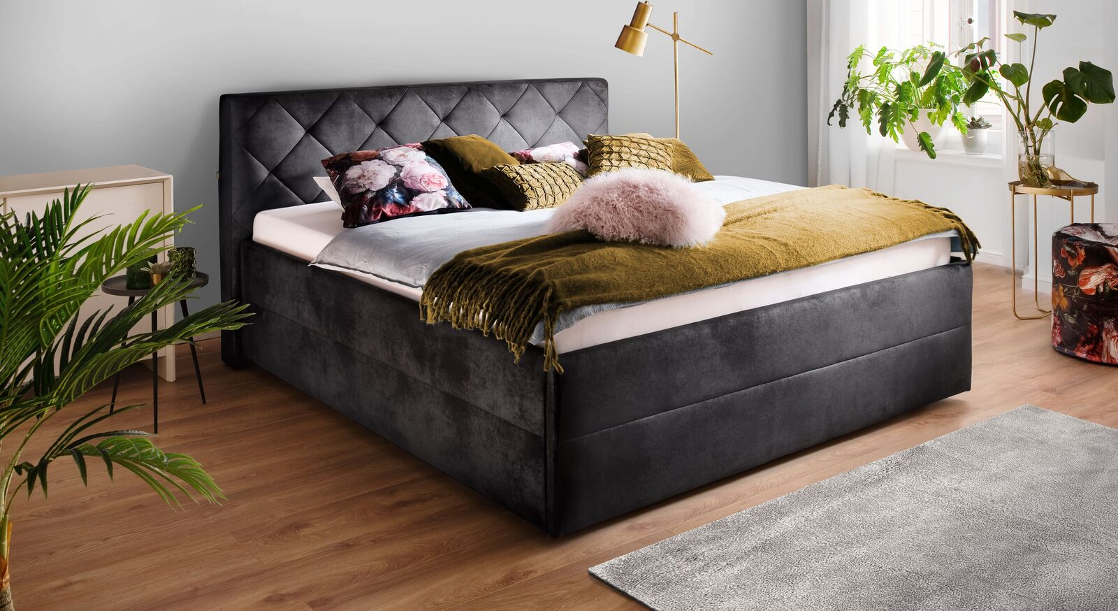 Bett Fambo aus schwarzem Velours-Lederimitat