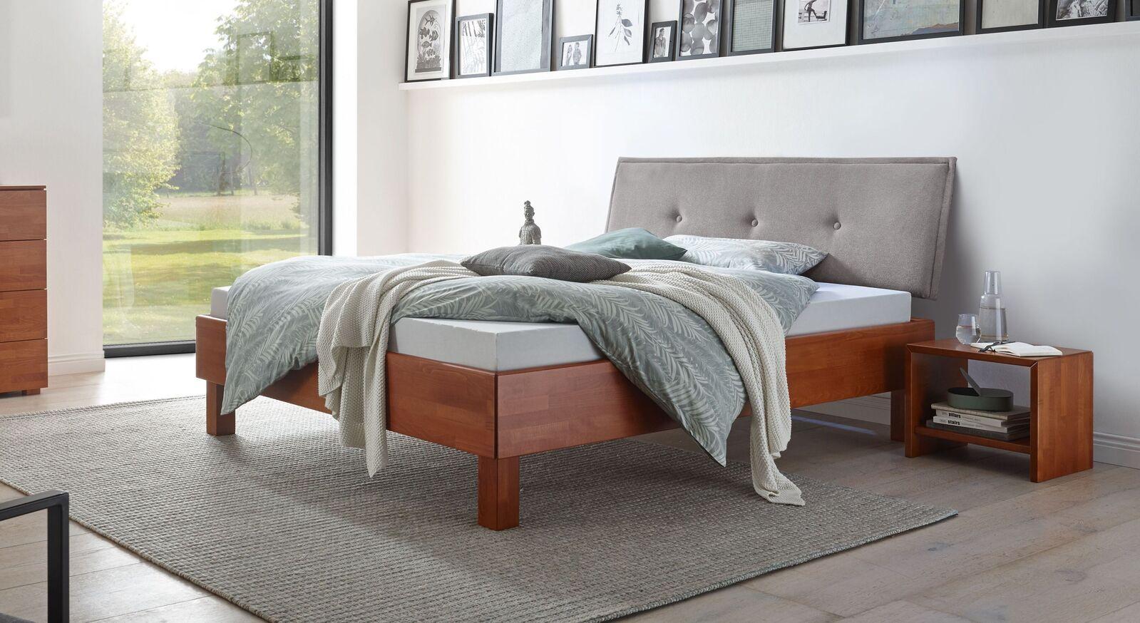 Bett Fenzlo mit kirschbaumfarbigem Holz