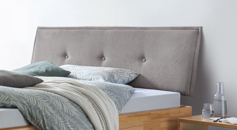 Bett Fenzlo mit hellgrau gepolstertem Kopfteil