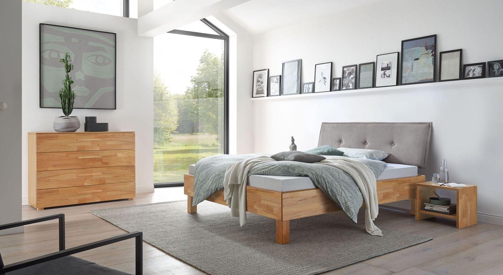 Bett Fenzlo mit passender Schlafzimmerausstattung