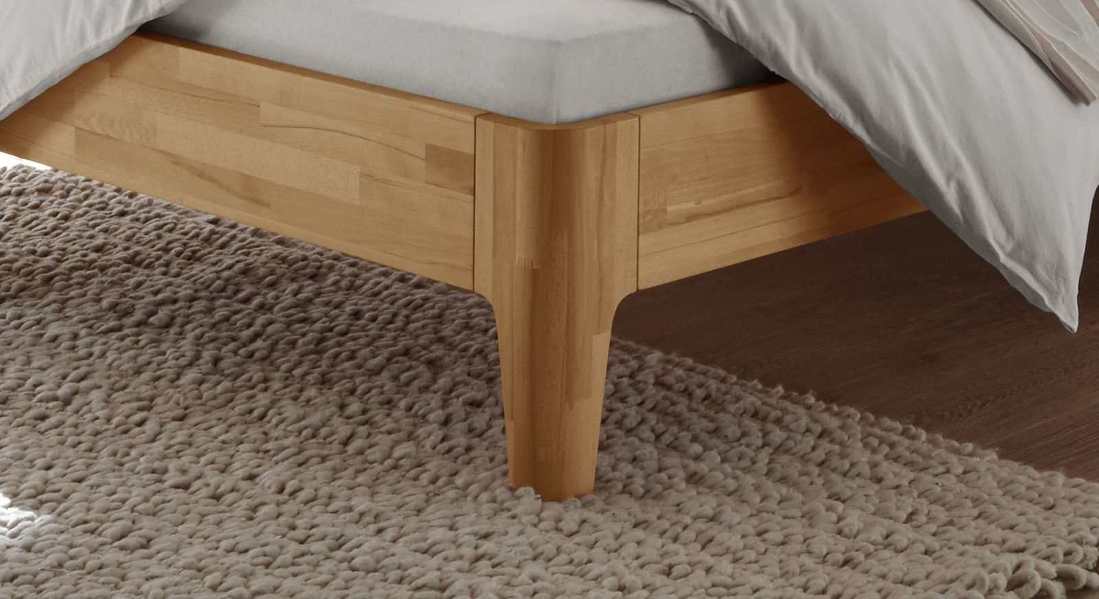 Bett Florina mit stabilen Holzfüßen