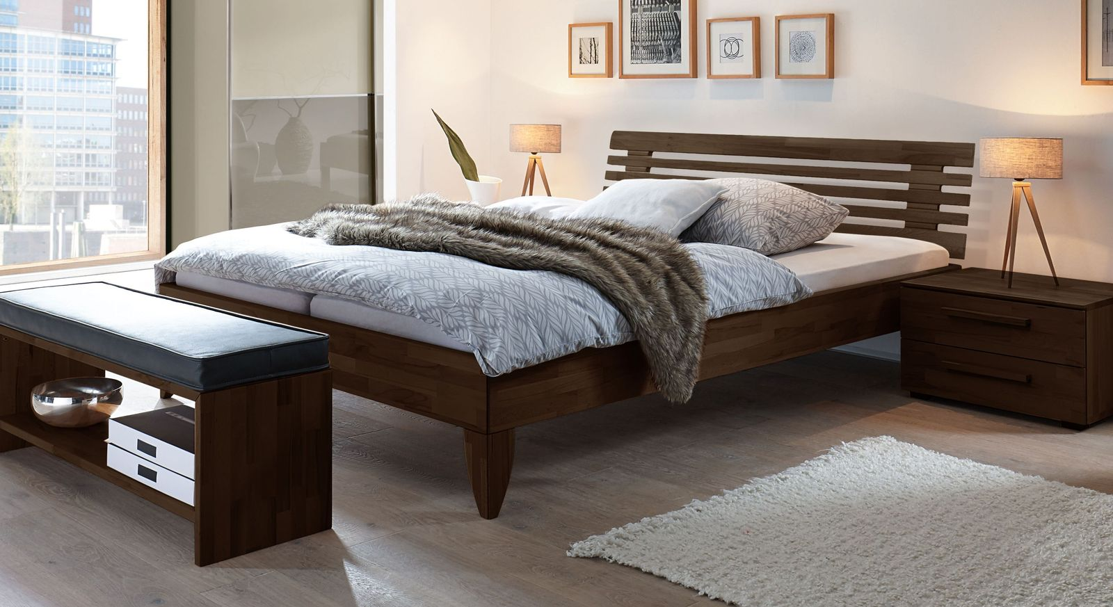 Wengefarbenes Bett Fontana aus Buche