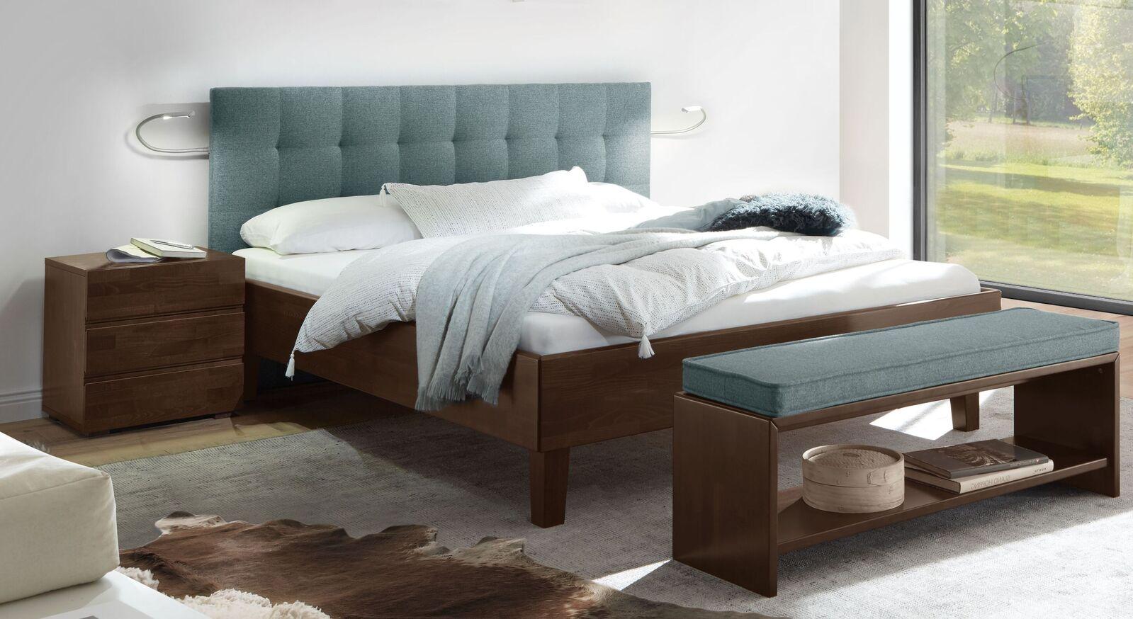 Bett Fucino mit blaugrauem Stoffkopfteil