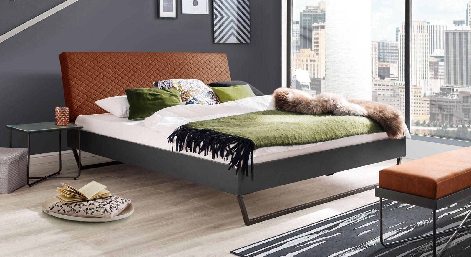 Preiswertes Bett Granola im Materialmix