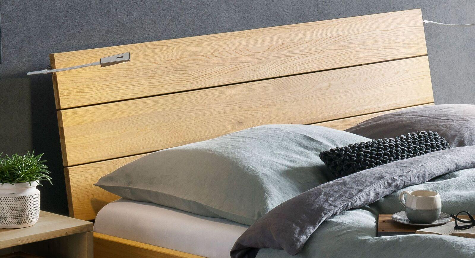 Bett Hamar Kopfteil in Wildeiche gebürstet und hell geölt