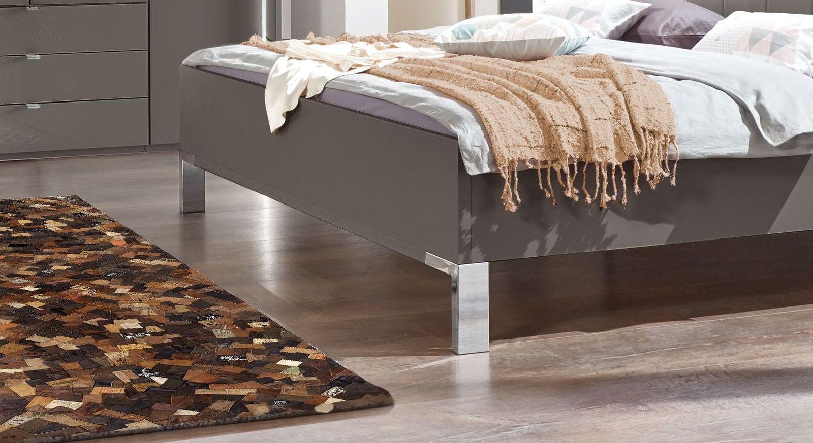 Bett Harrow mit verchromten Metallfüßen