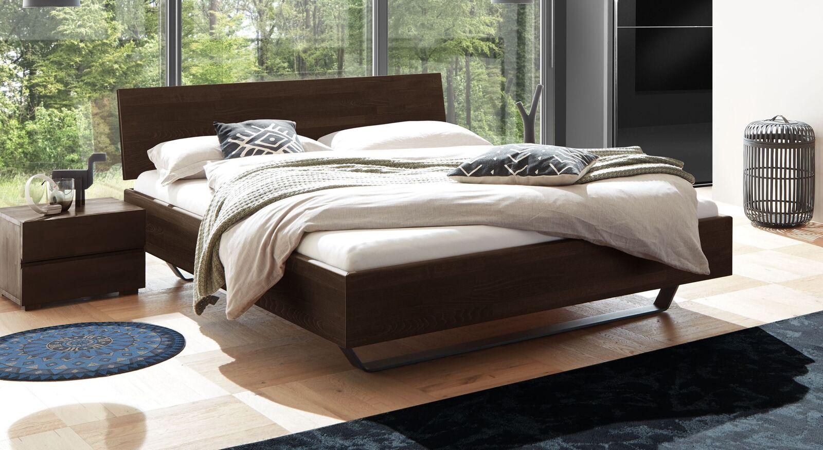 Bett Honoka aus wengefarbenem Buchenholz