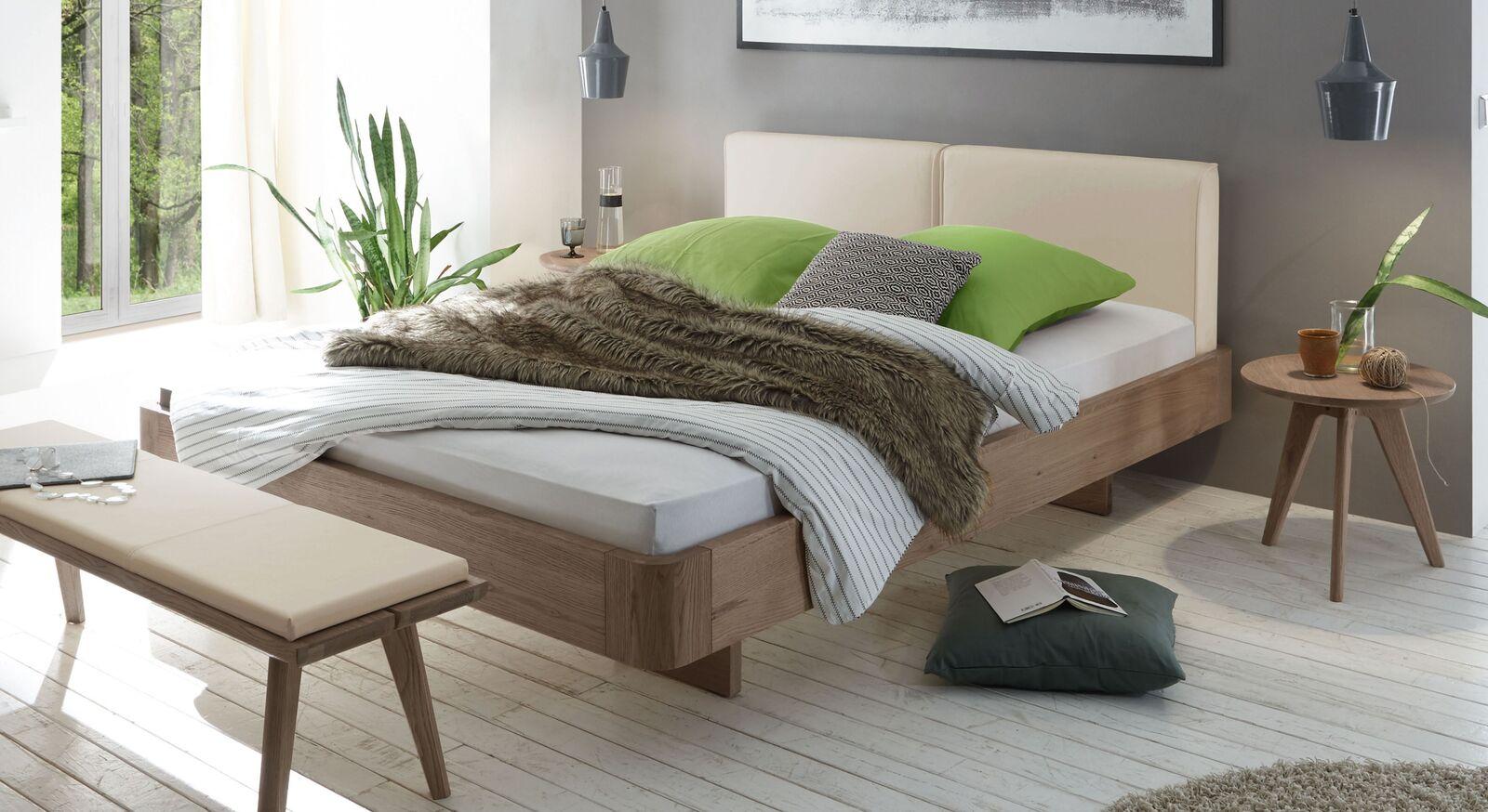 Bett Inesis mit beigem Kopfteil
