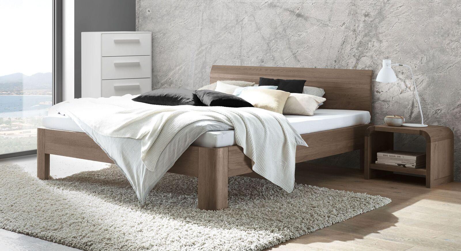 Bett Ingrasso aus steingrauer Eiche