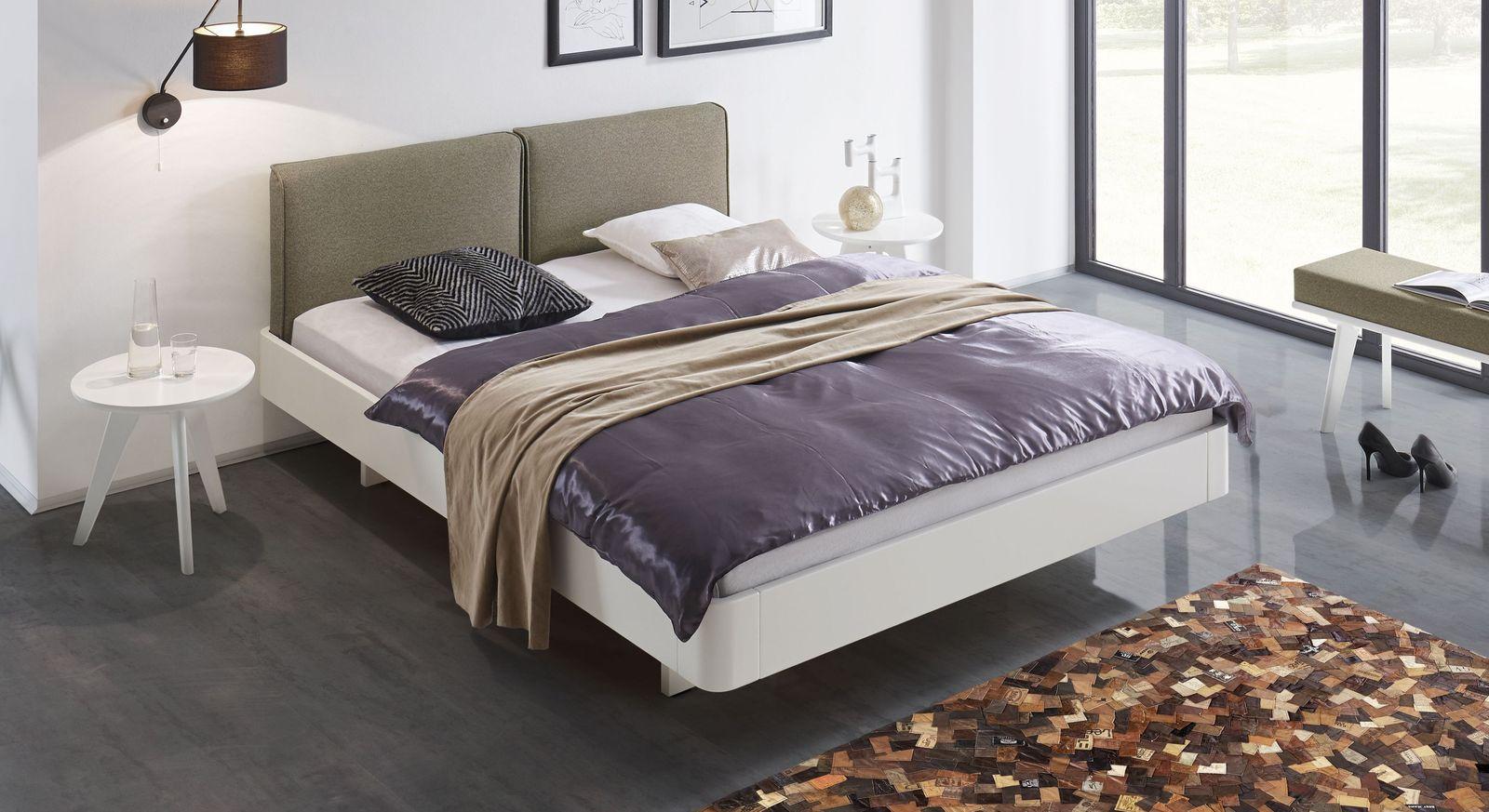 Bett Iraklia in Weiß mit sandgrauem Polsterkopfteil