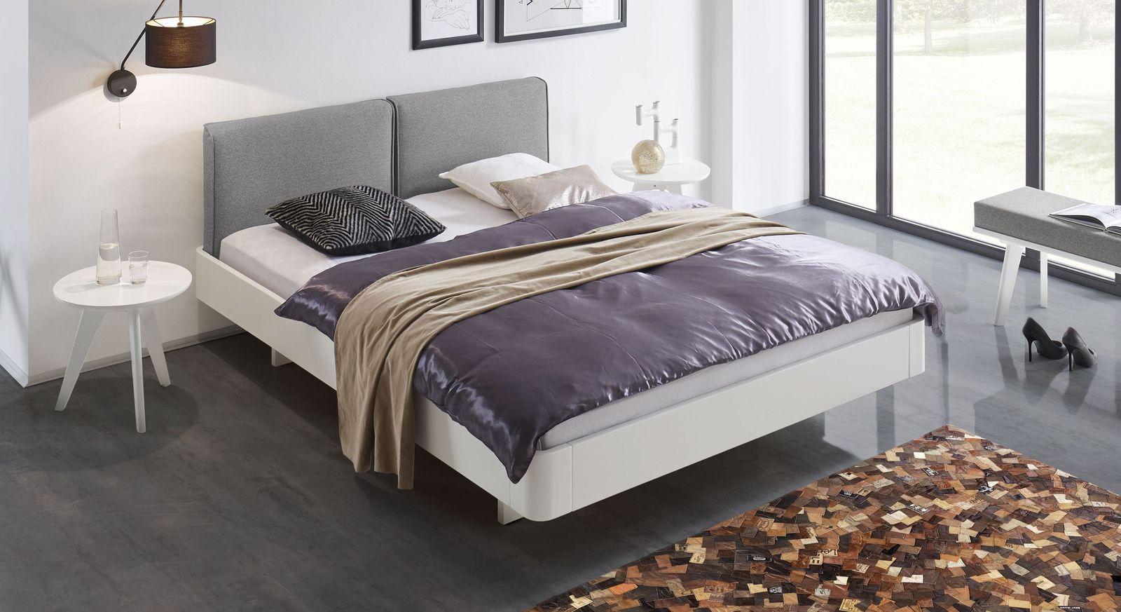Bett Iraklia in Weiß mit weißgrauem Polsterkopfteil