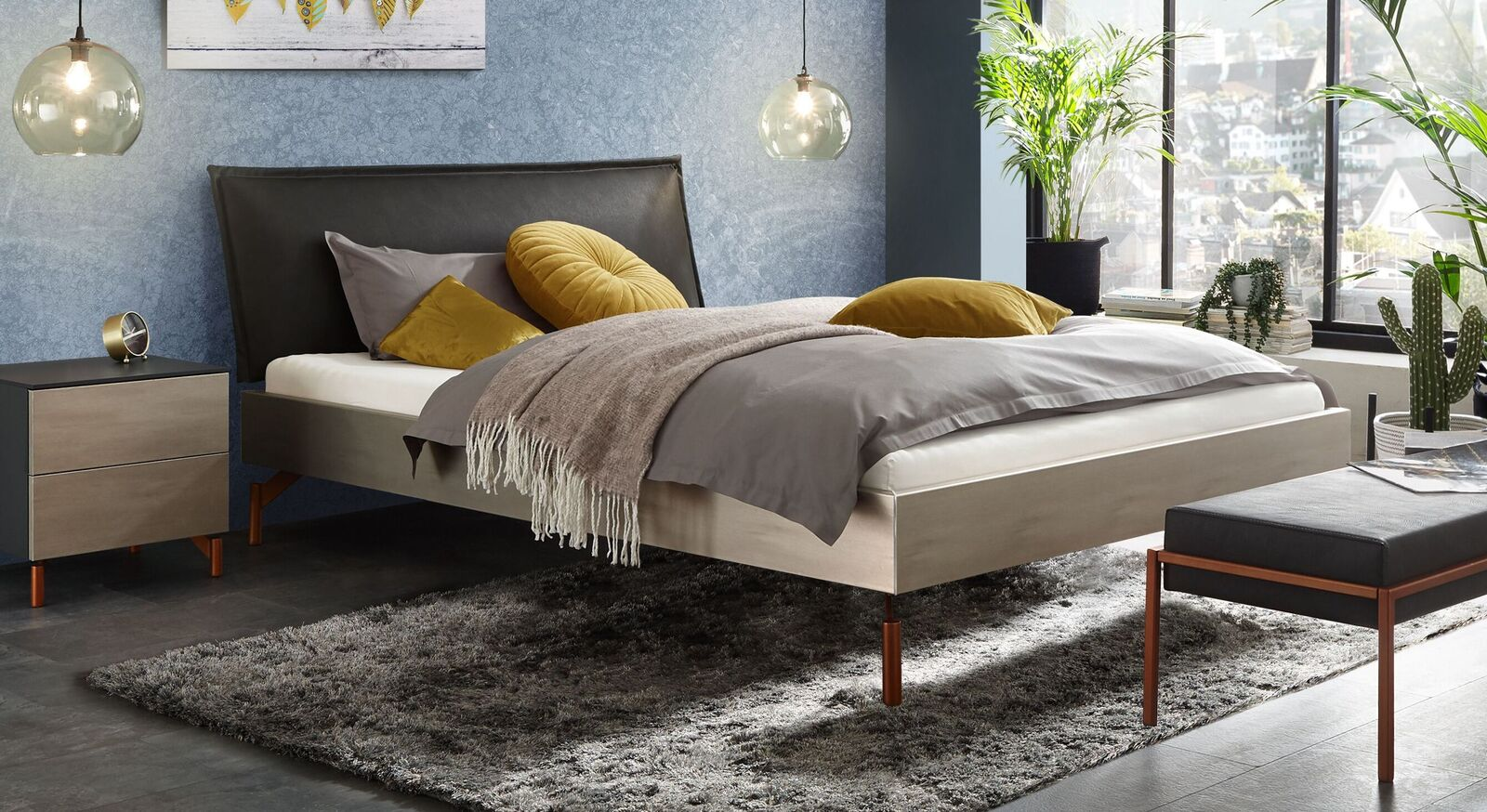 Trendiges Bett Istari aus silberfarbenem Dekor