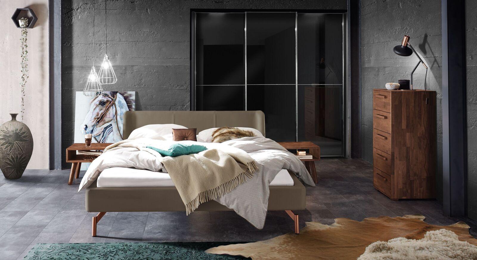 Bett Jacalto mit passender Schlafzimmer-Ausstattung