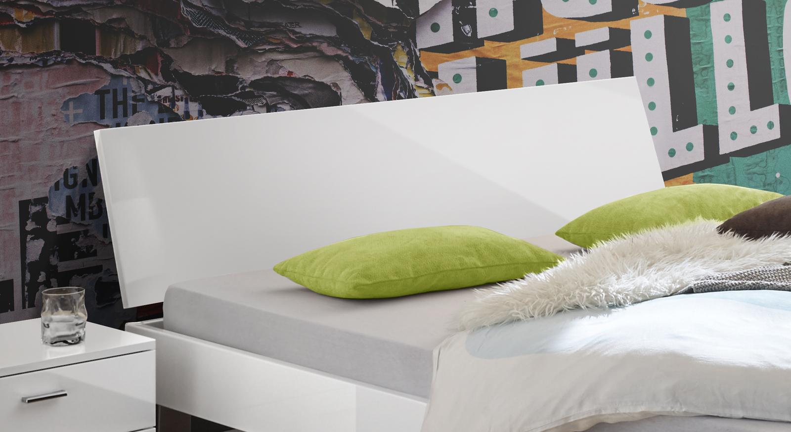 Bett Kamea mit geradlinigem Hochglanz-Kopfteil