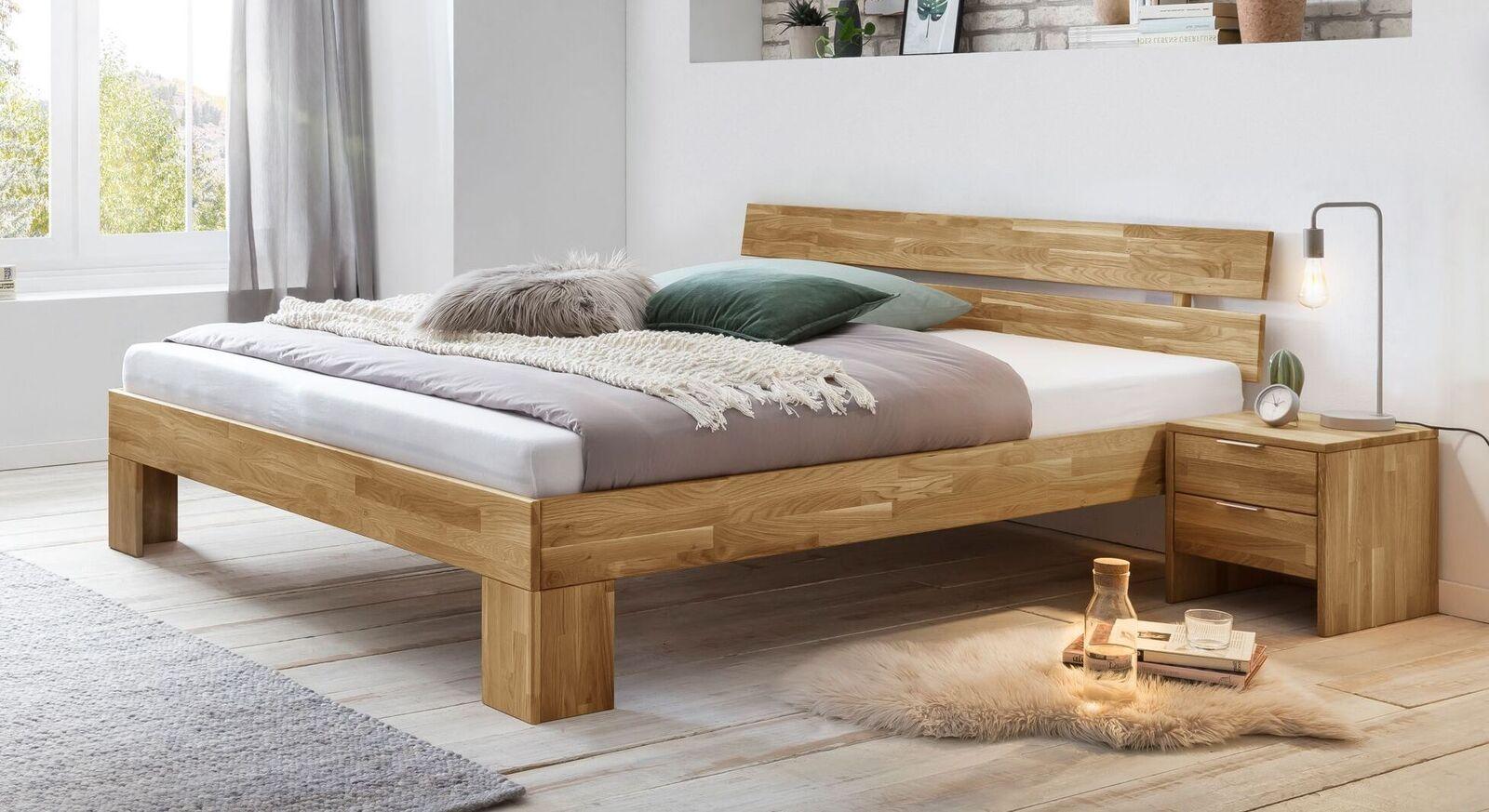 Klassisches Bett Kanata aus Wildeichenholz
