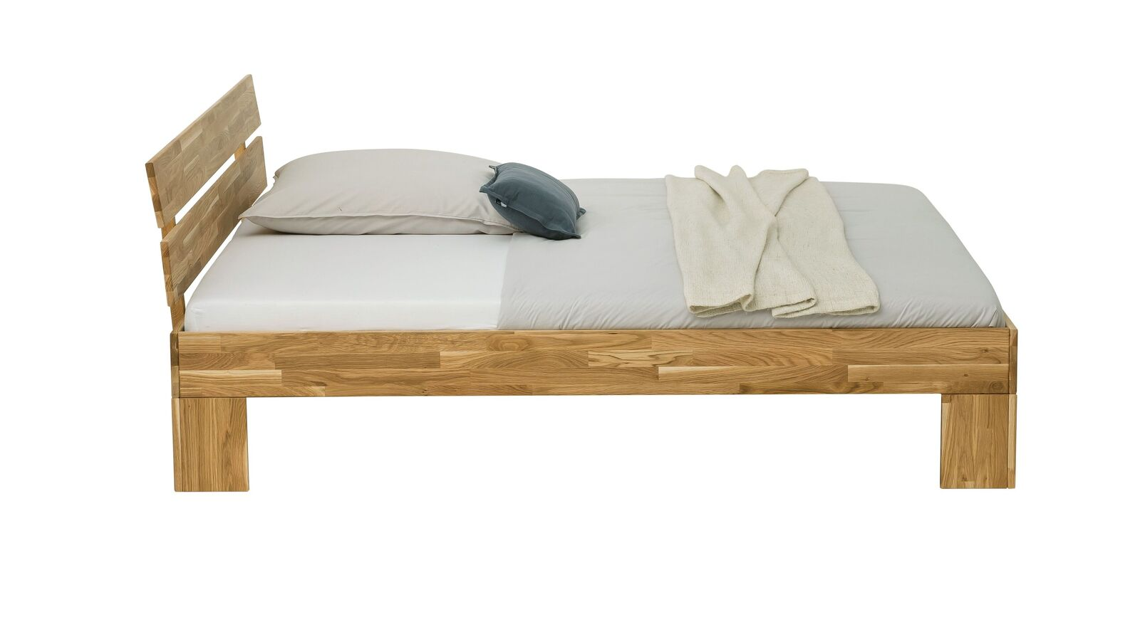 Bett Kanata aus stark gemasertem Wildeichenholz
