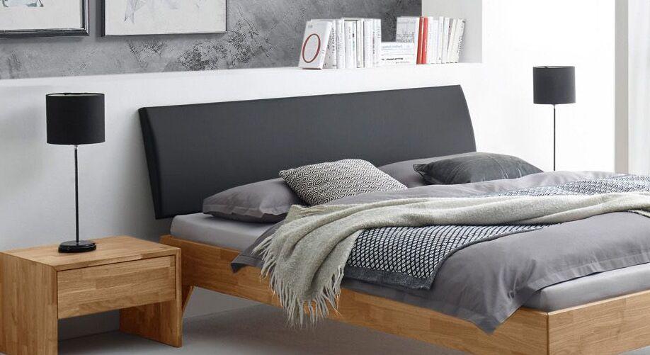 Bett Kantil mit schwarzem Polsterkopfteil
