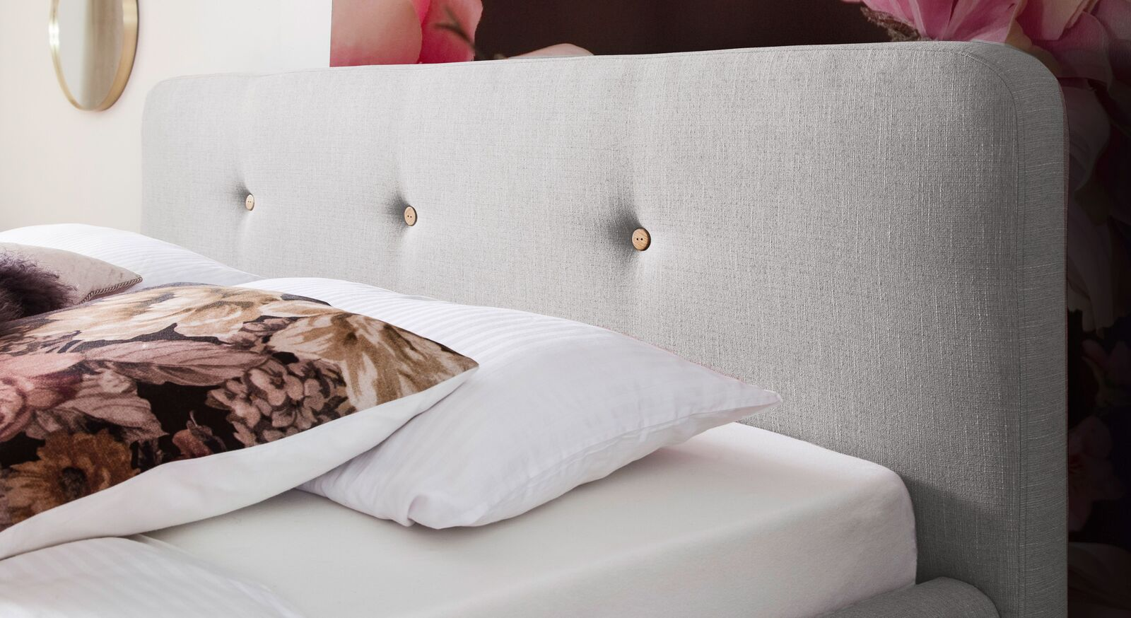 Gepolstertes Kopfteil vom Bett Karelia