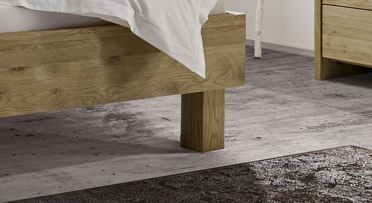 Bett Karvel mit klassischen Blockfüßen