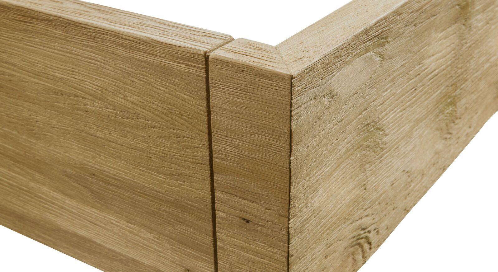 Bett Karvel mit stabil verarbeitetem Holzrahmen