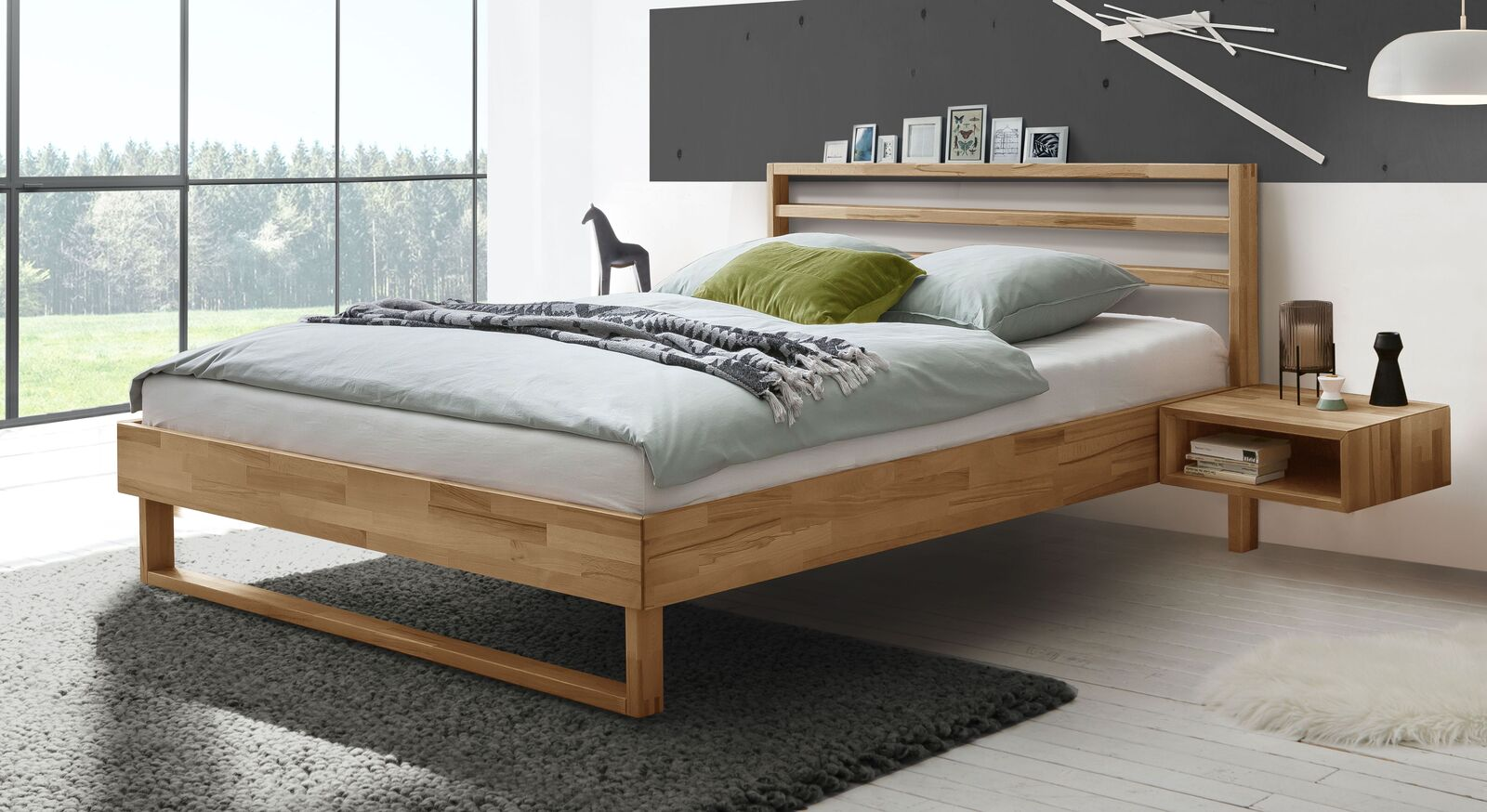 Bett Kian mit geöltem Rahmen aus Kernbuchenholz