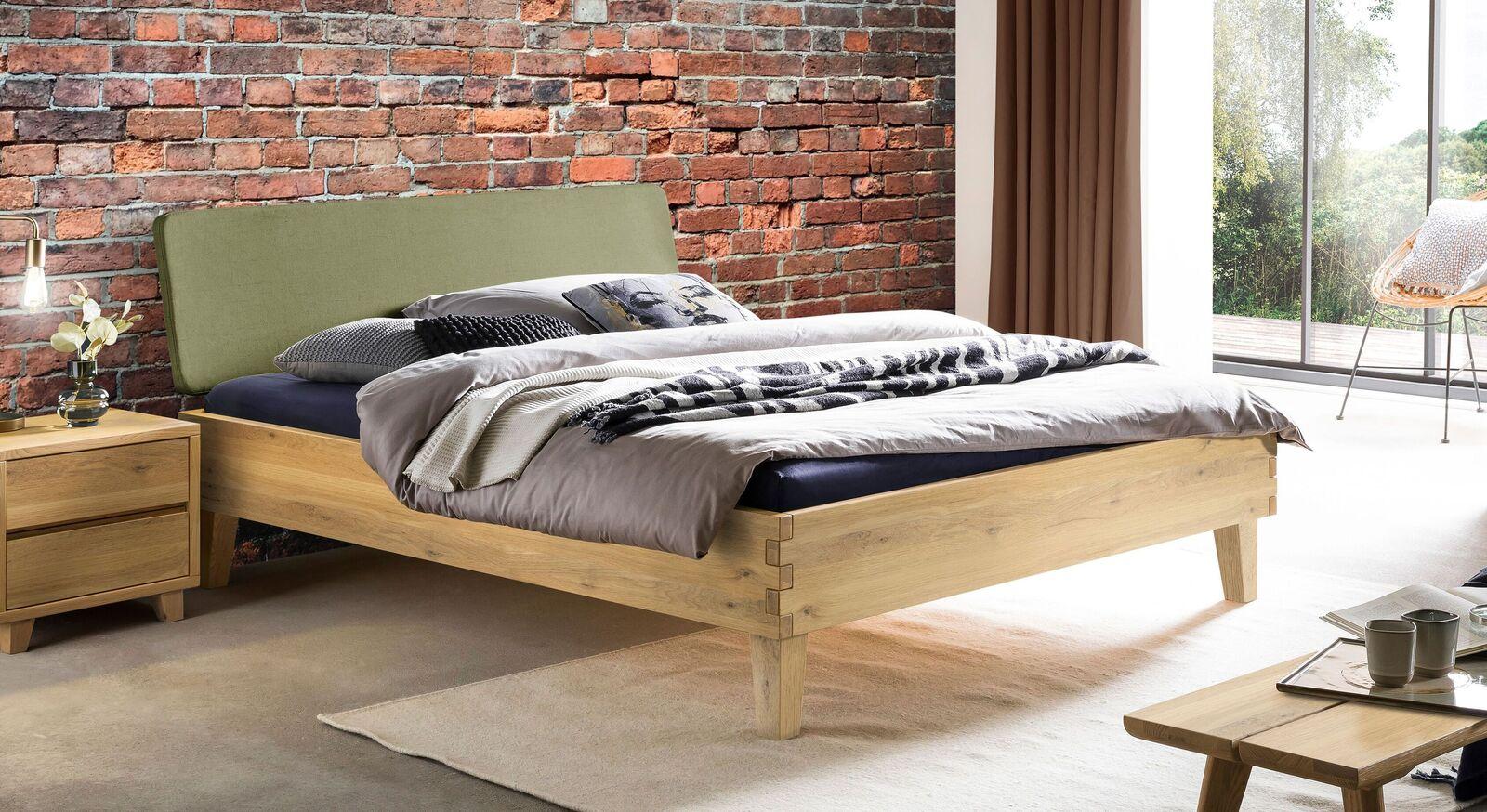 Bett Kiljan in stilvollem Materialmix