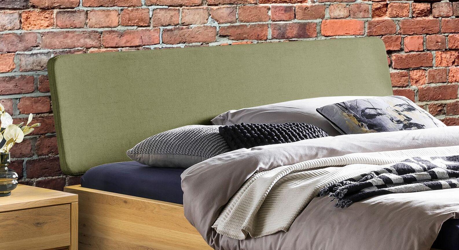 Bett Kiljan mit Stoff-Kopfteil