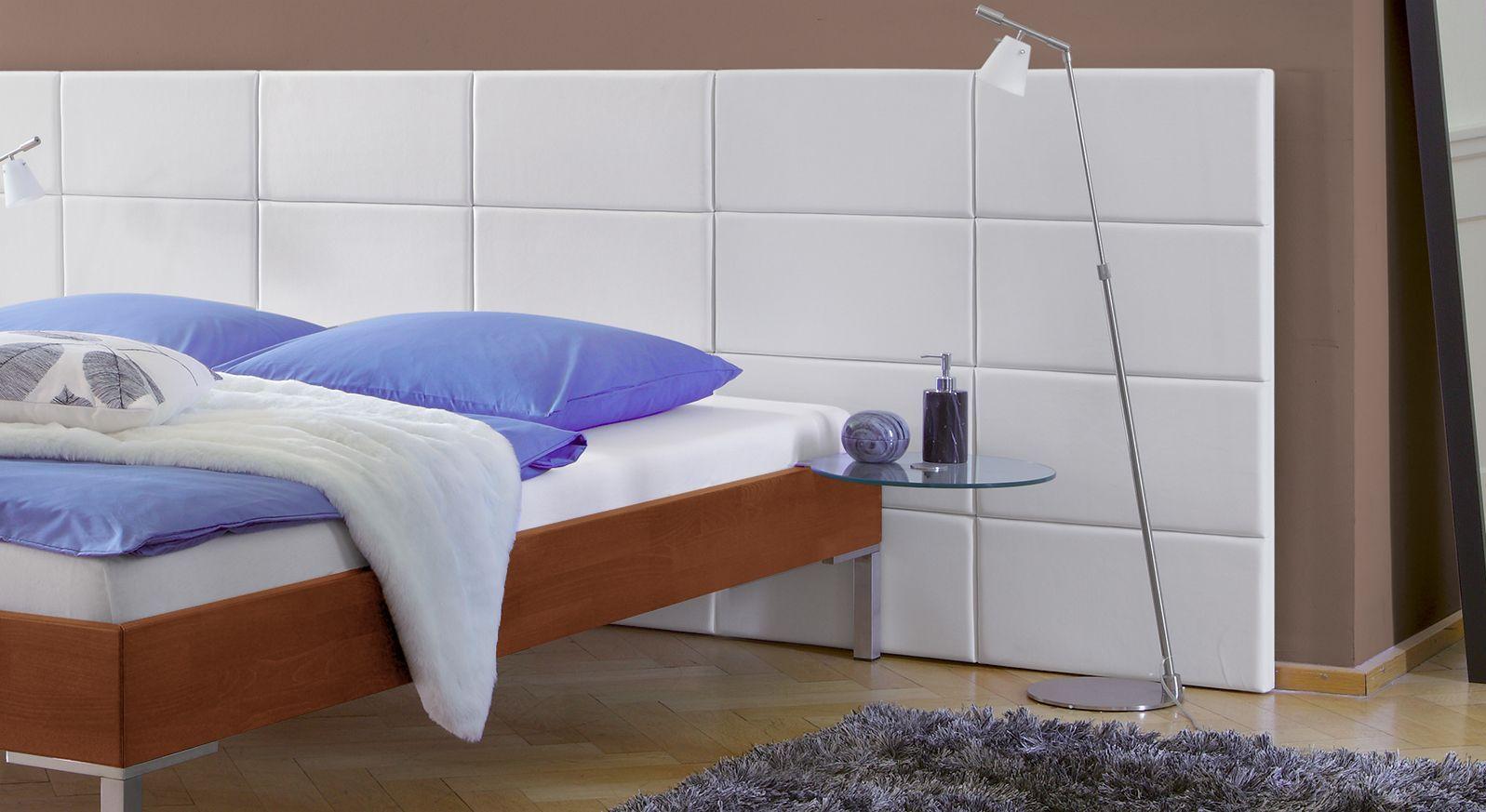 massivholzbett lamesa aus buche in kunstleder mit wandpaneel. Black Bedroom Furniture Sets. Home Design Ideas
