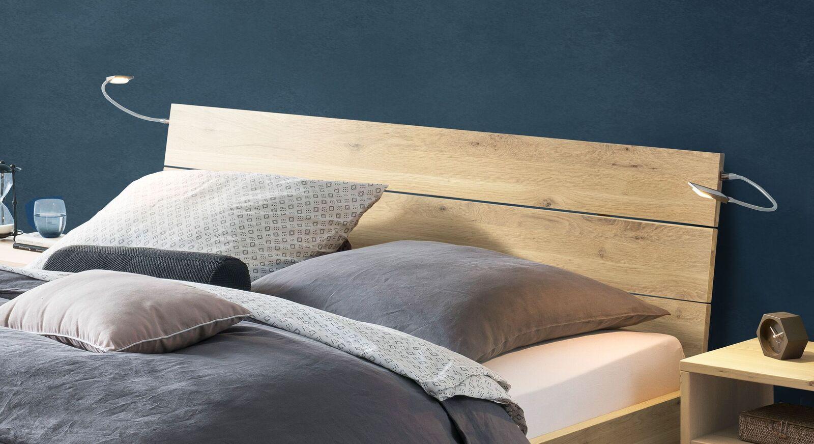 Bett Larus aus Wildeiche mit Holz-Kopfteil