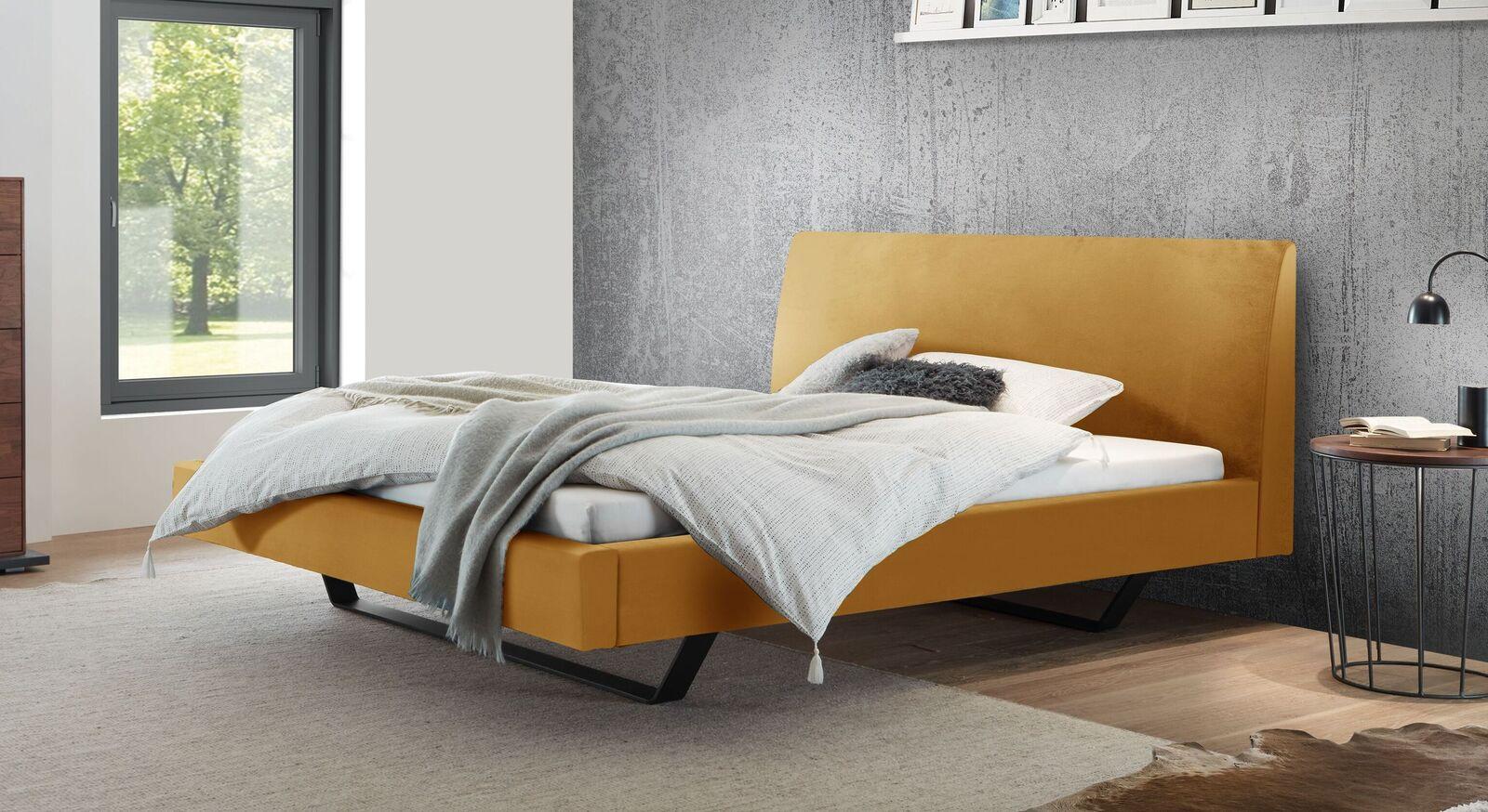 Hochwertiges Bett Lieven mit Samtbezug