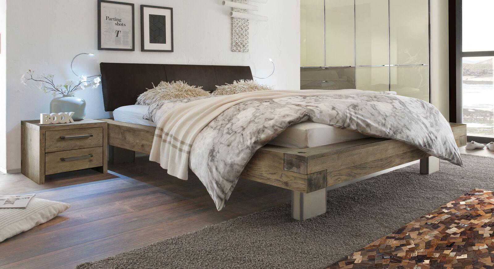 Holzbett Limeira in Terrabraun mit dunkelbraunem Luxus-Kunstleder