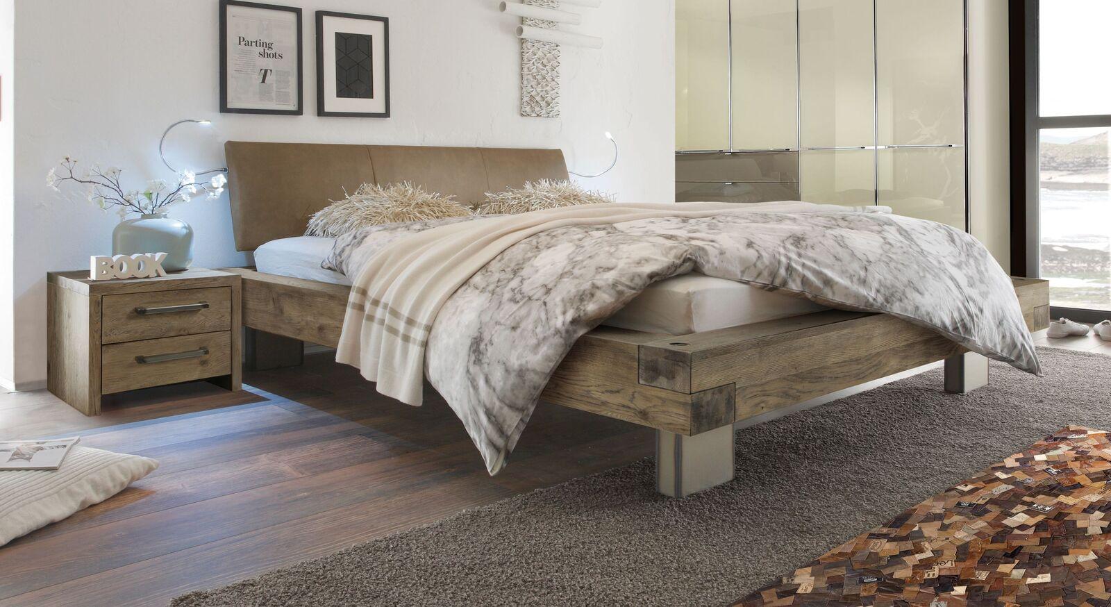 Holzbett Limeira in Terrabraun mit hellbraunem Luxus-Kunstleder