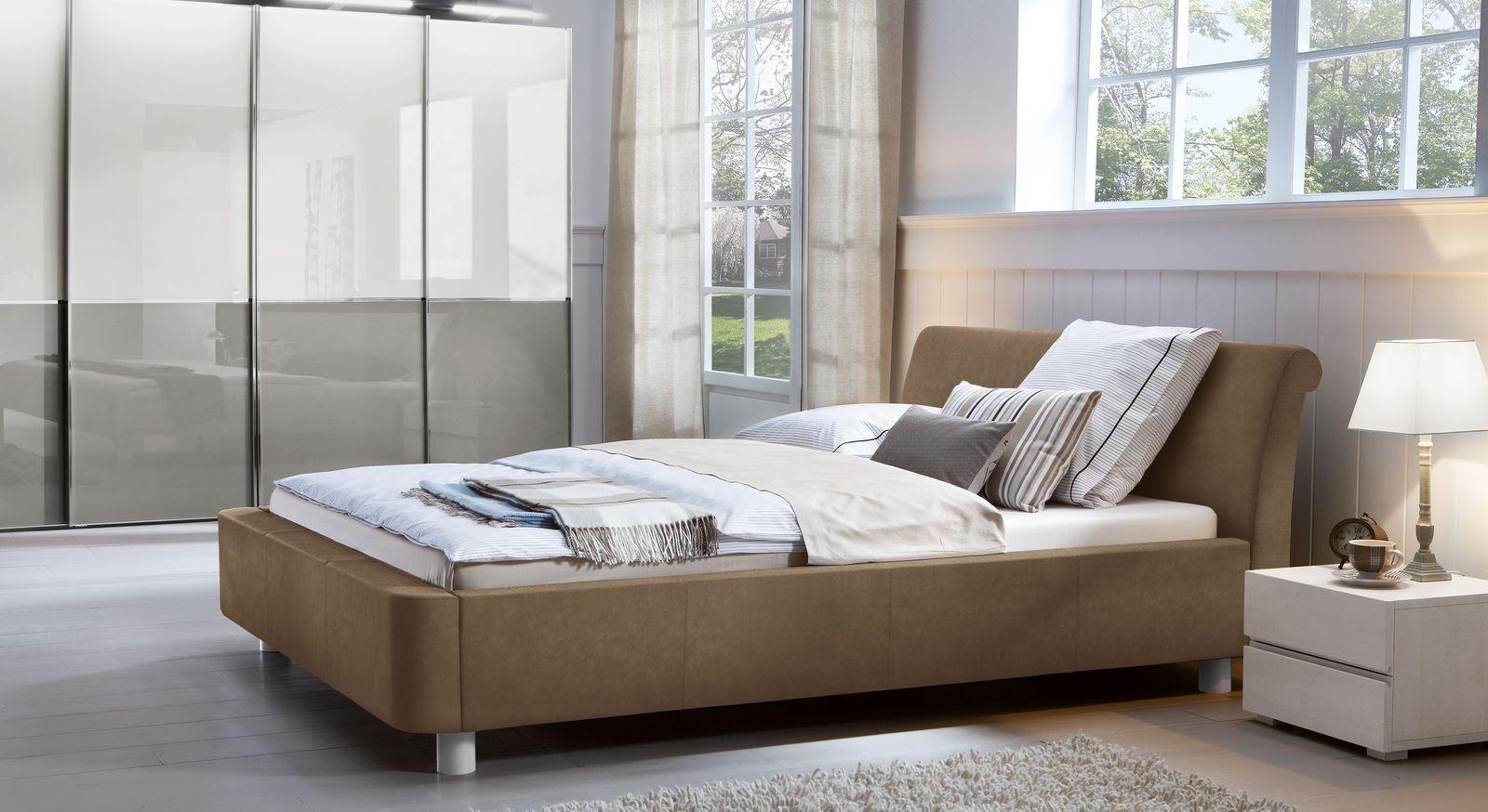 Bett Macuma mit passenden Accessoires fürs Schlafzimmer