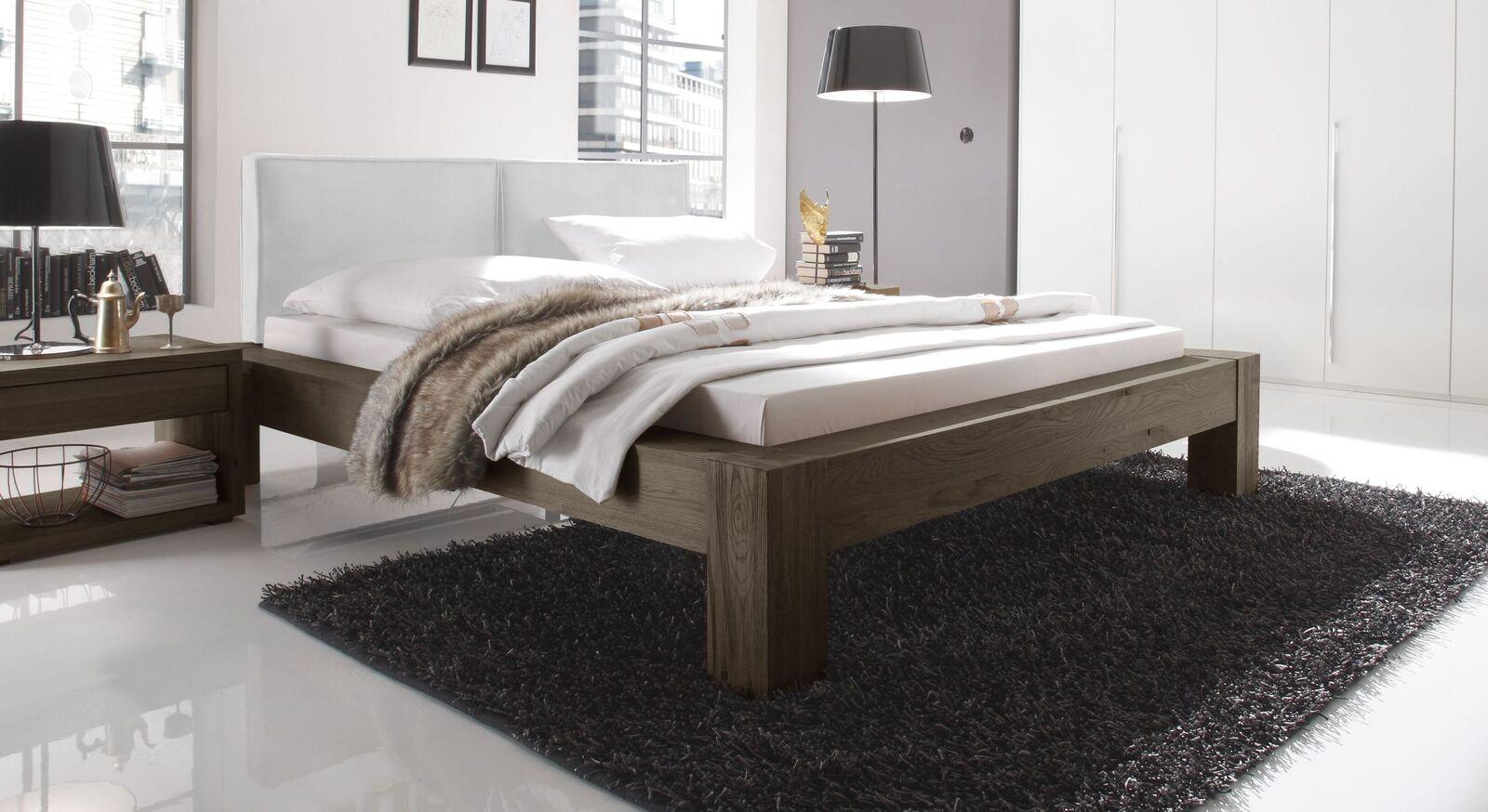Bett Maia aus coffeefarbenem Wildeichenholz und weißem Kopfteil