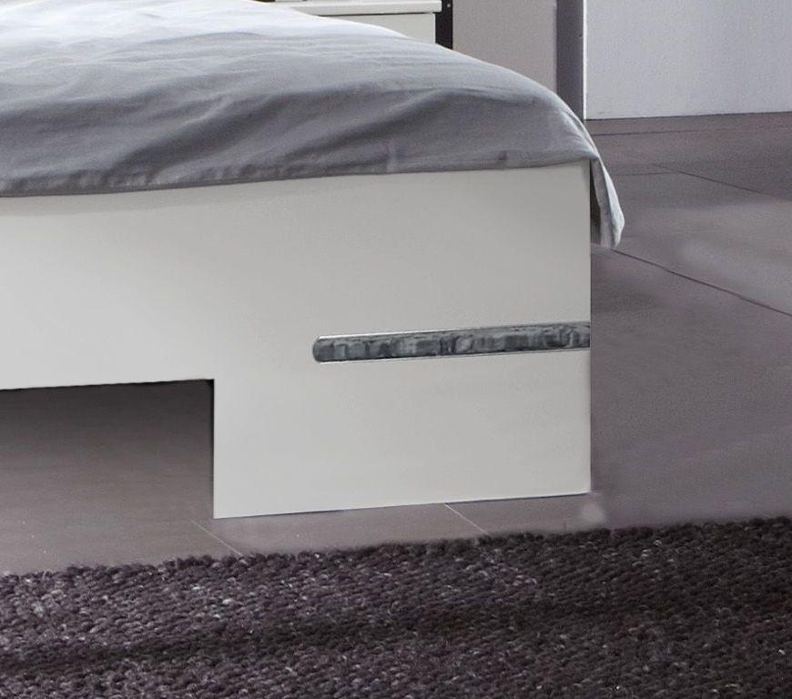 wei es futonbett mit verchromten zierleisten manati. Black Bedroom Furniture Sets. Home Design Ideas