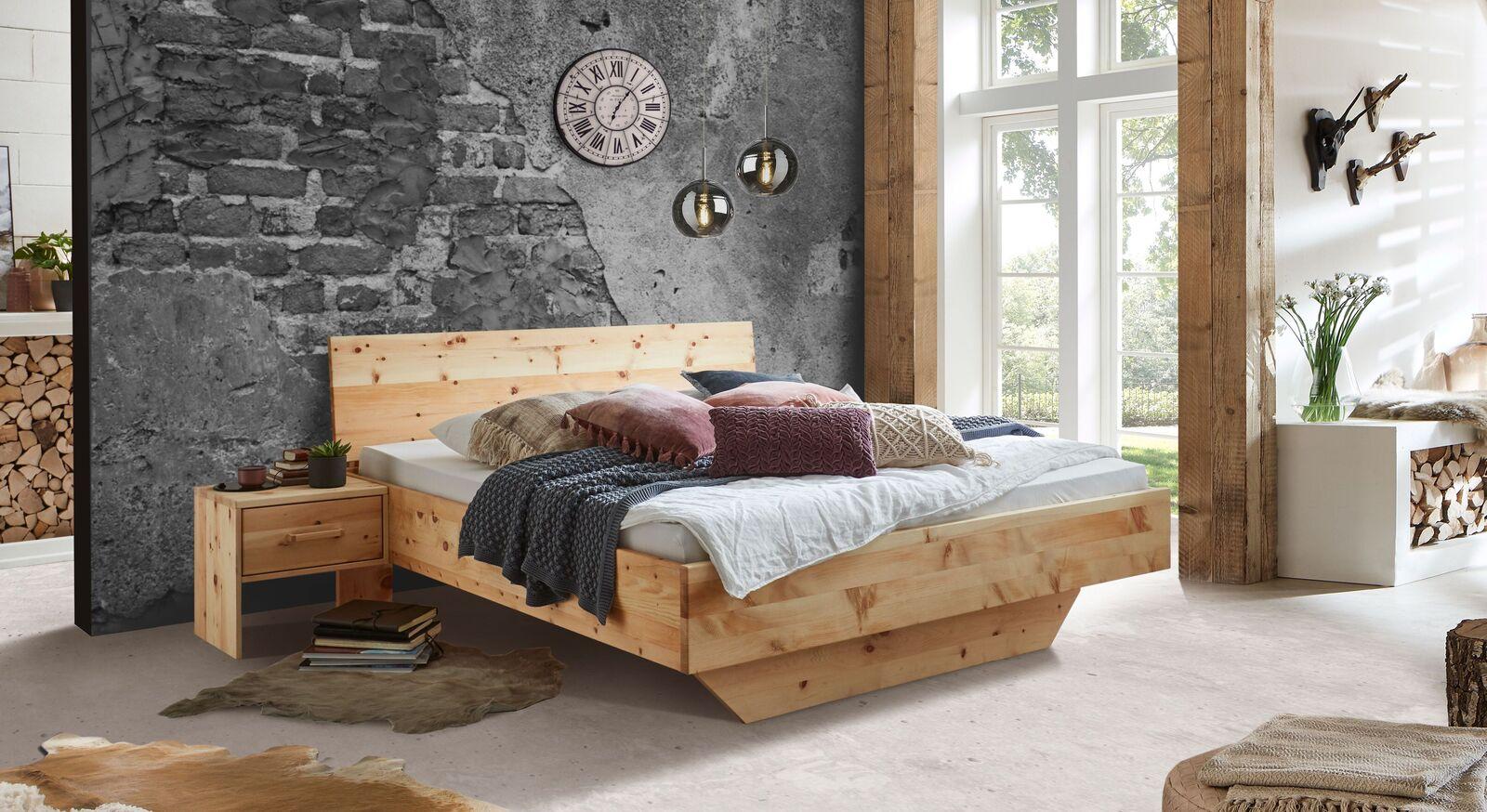 Bett Marmolata mit passendem Nachttisch