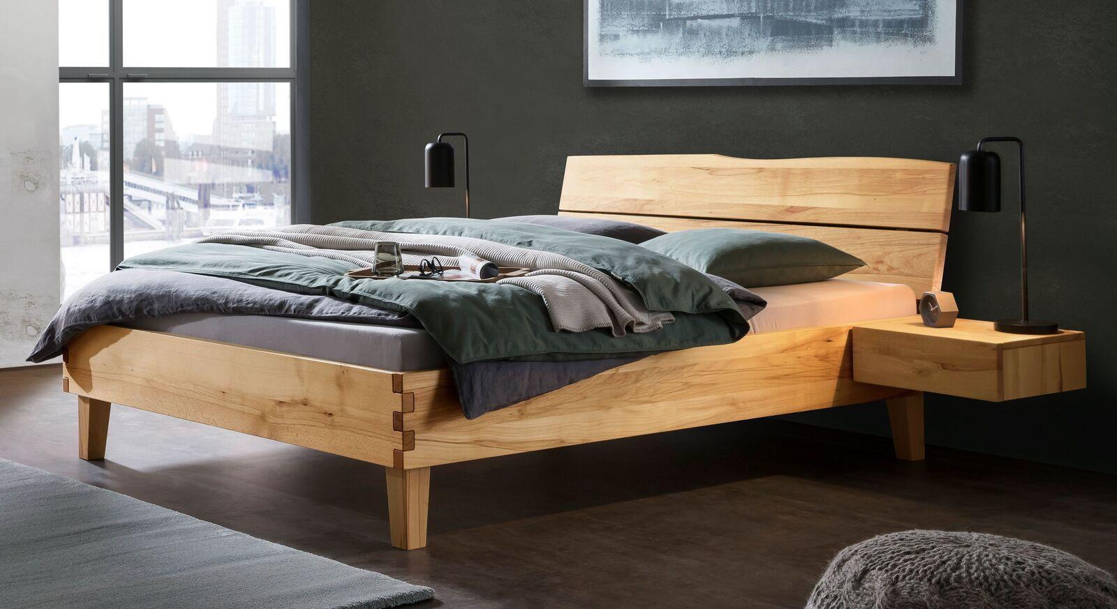 Bett Maseru aus natürlichem Wildbuche-Massivholz