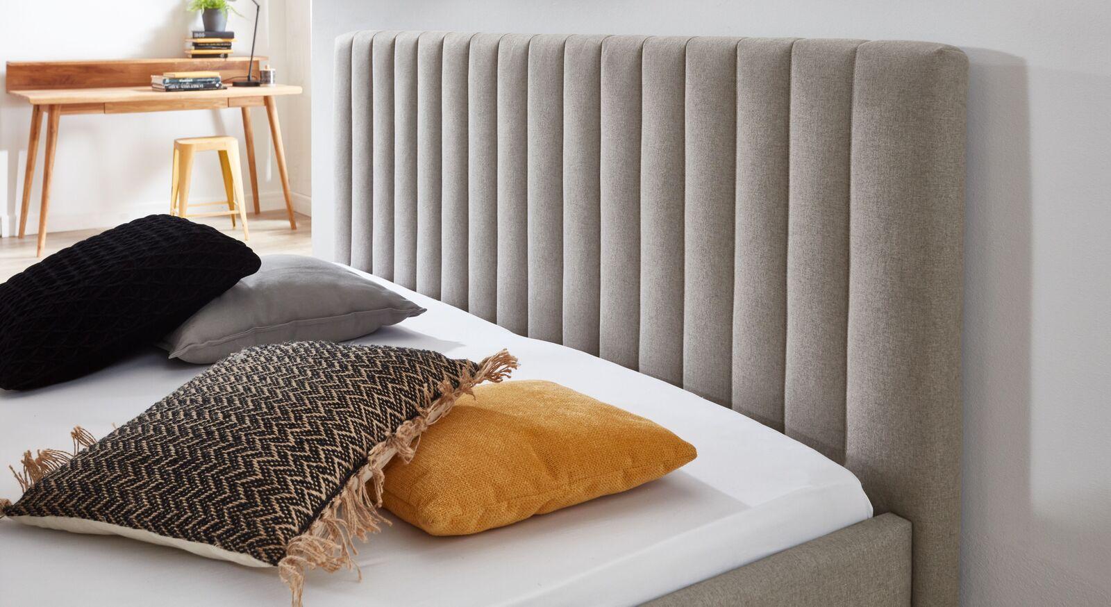 Bett Medana Kopfteil mit außergewöhnlichem Design