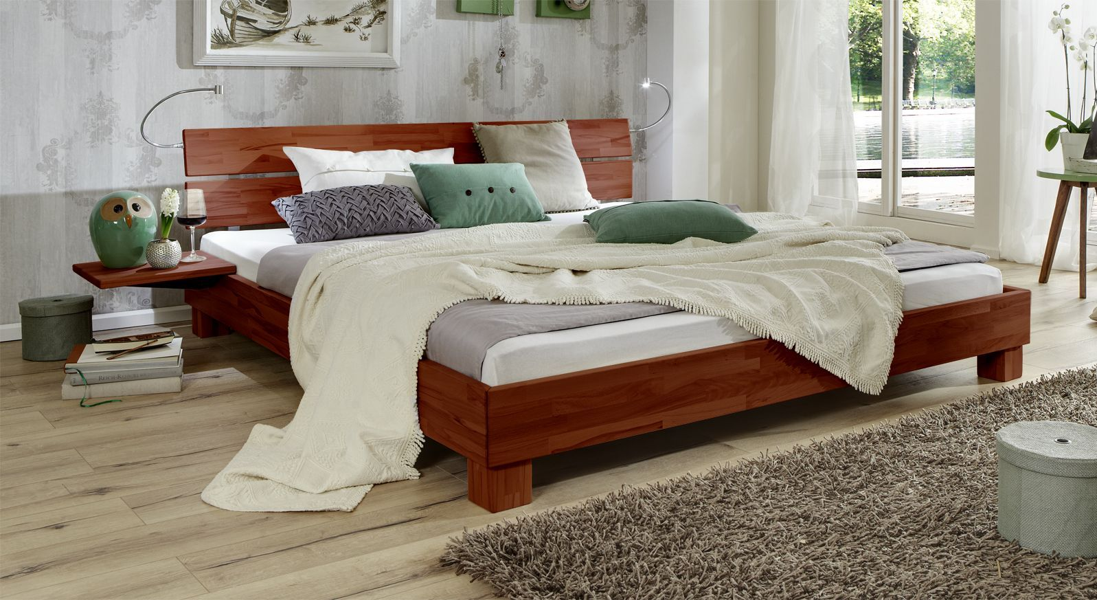 Bett Mera aus Massivholz in Buche kirschbaumfarben