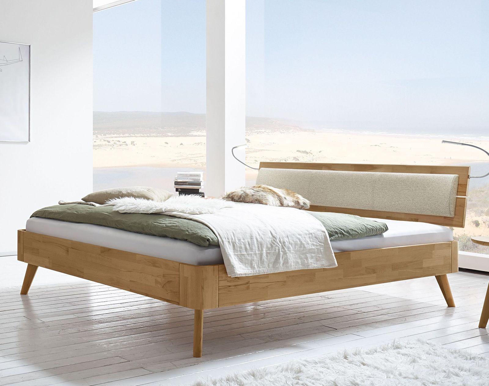 Retro-Bett modern aus Kernbuche mit ausgestellten Füßen - Minoa