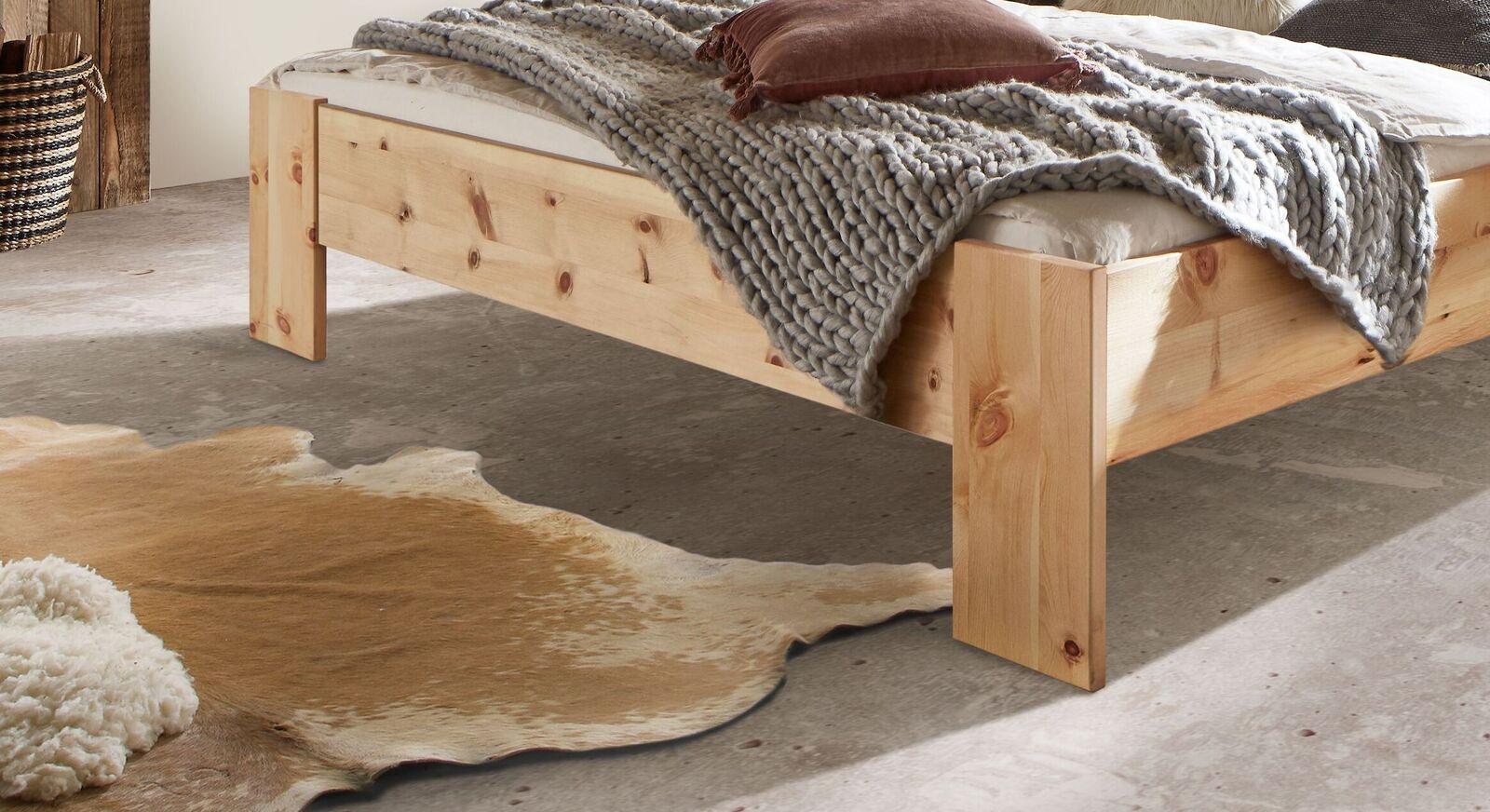Bett Nudo mit massivem Fußbereich